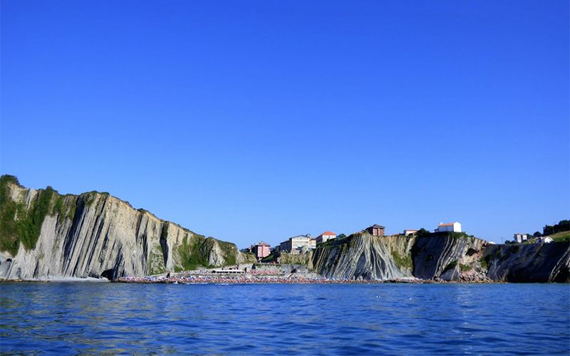 Zumaia's Flysch and Getaria's Mouse Game of Thrones